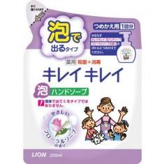 Пенное мыло для рук с ароматом цветов Kirei Kirei Запасной блок CJ LION