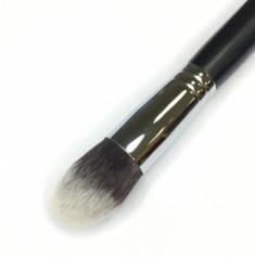 Кисть для нанесения тонального крема и минеральной косметики MAKE-UP-SECRET 746 (нейлон)